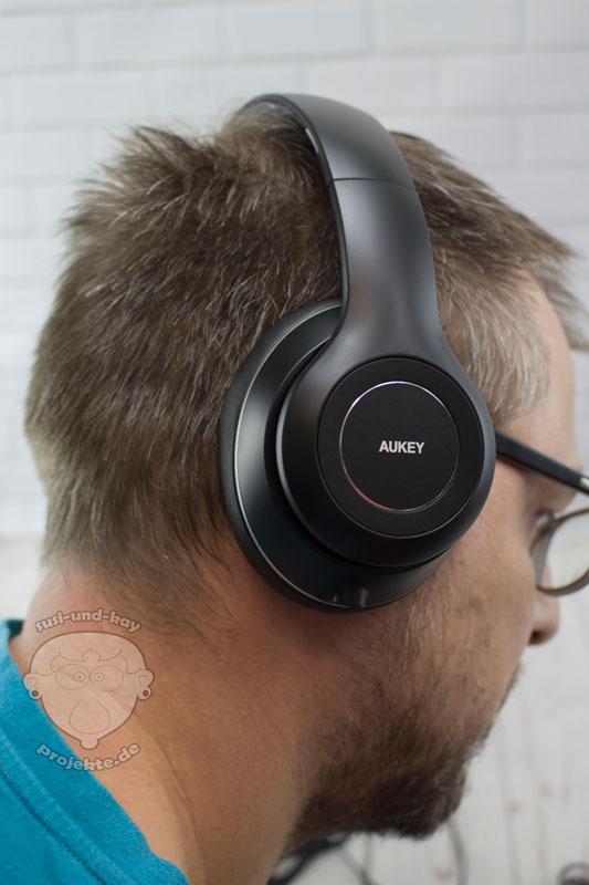 Aukey-Kopfhörer-Tragebild