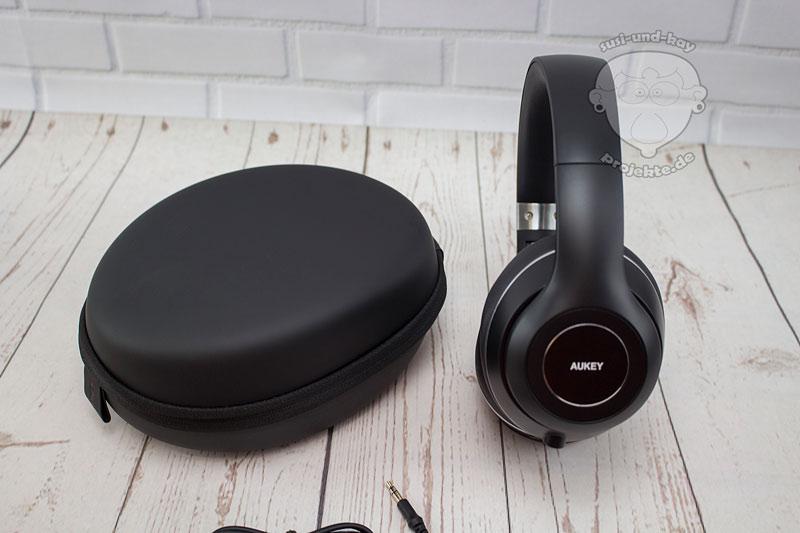 Aukey-Kopfhörer-mit-Tasche-und-Zubehör