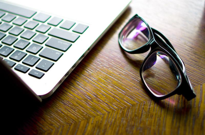 Schwarze-Brillen-Reinigen