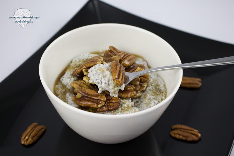 Bio-Chia-Samen-Pudding-mit-Nüssen