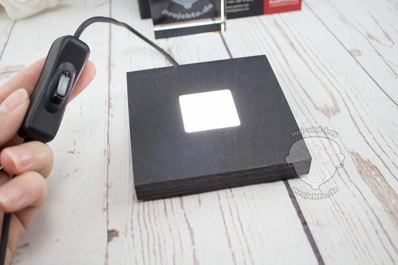 GLASFOTO-Leuchtsockel-mit-hellem-Licht
