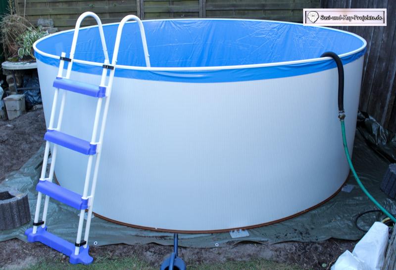 Pool-Folie-aufgesteckt