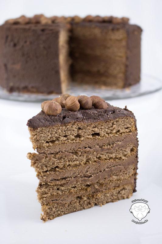 Kakao-Torte-mit-Puderzucker-von-SweetFamily