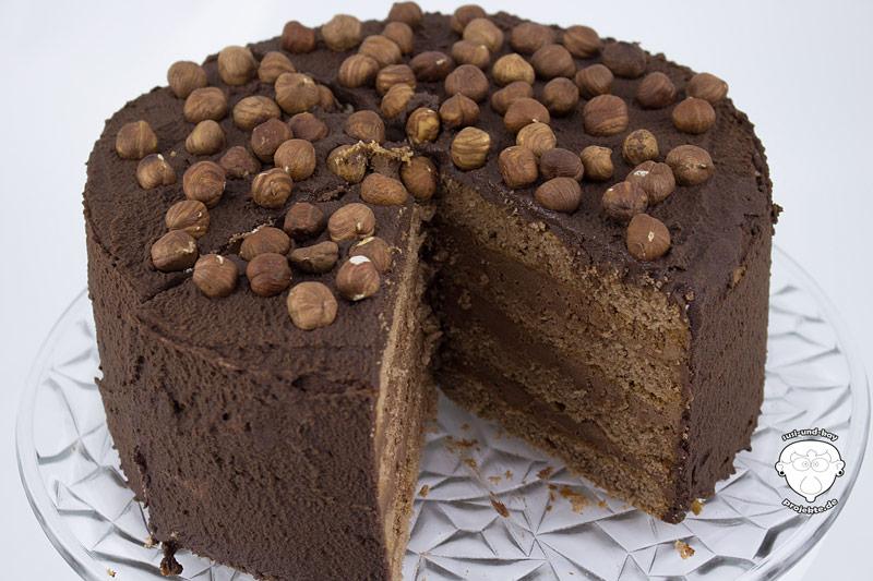 Schokoladentorte-mit-Kakao-Puderzucker