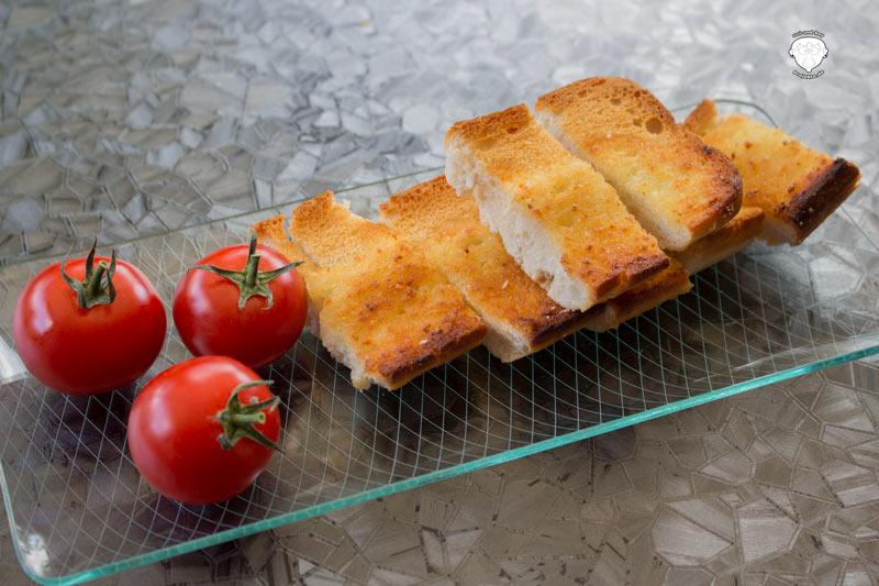 MEGGLE-Knoblauchbrot-gebacken