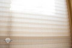 Raumtextilienshop-Sensuna-Plissee-im-Test-mit-Holzfenster