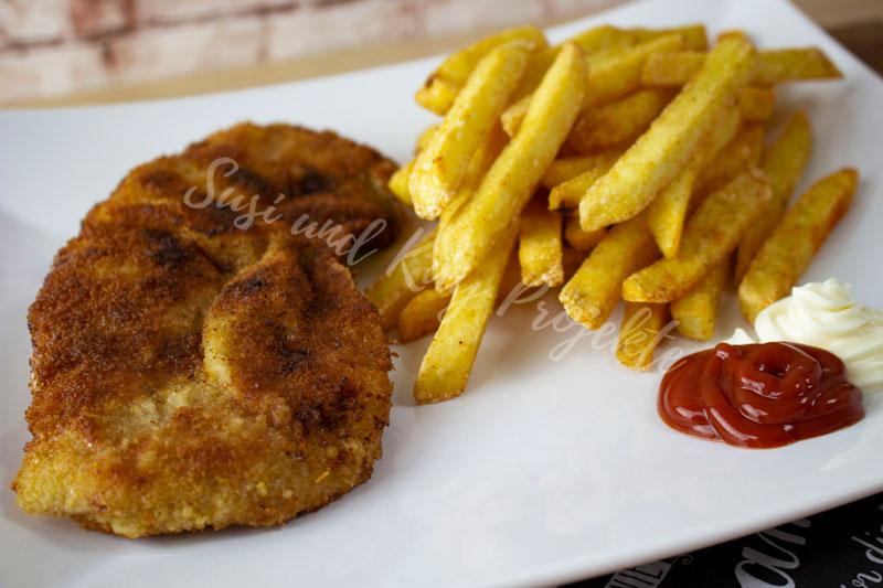 CENA-DELI-Wurst-und-Fleisch-Schnitzel-mit-Pommes