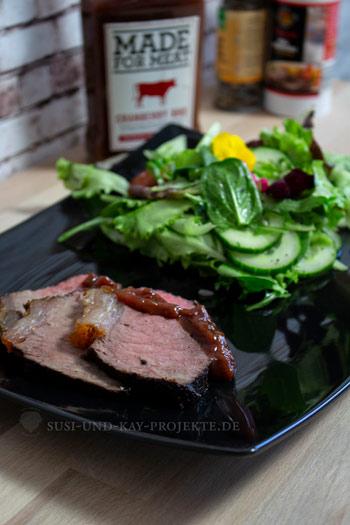 Akazien-brett-zubereitetes-Fleisch