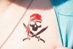Glitzer-Tattoo-Totenkopf-Pirat