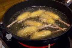 Corn-Dog-Fingerfood-zubereitung-Frittieren