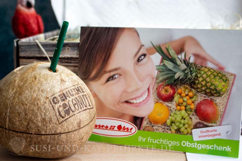 Kokosnuss-trinken-und-essen-Hansen-Obst