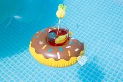 wasser-spaß-donut-mit-coktail