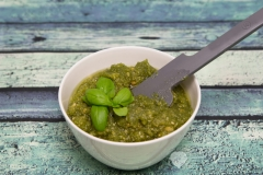 Basilikum-Erdnuss-Pesto