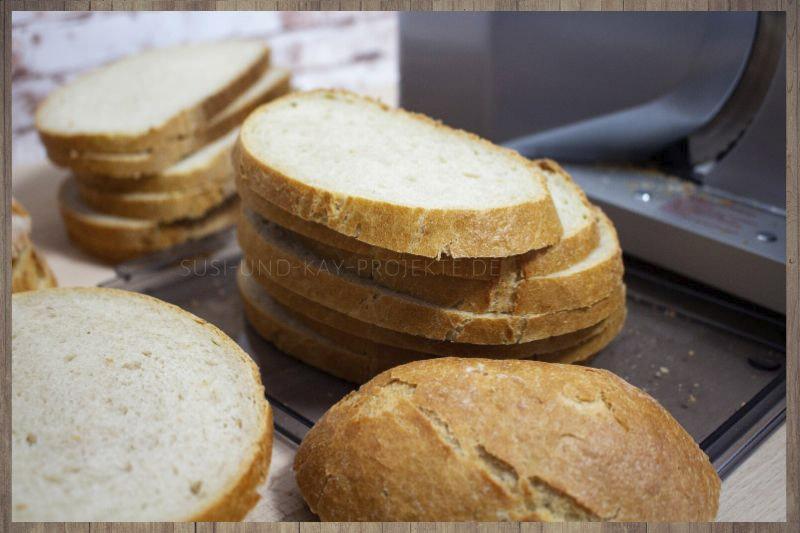 ritter-Allesschneider-icaro-7-Brot-schneiden