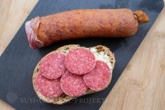Wurstspezialitäten-aus-Thüringen-Salami-auf-Brot
